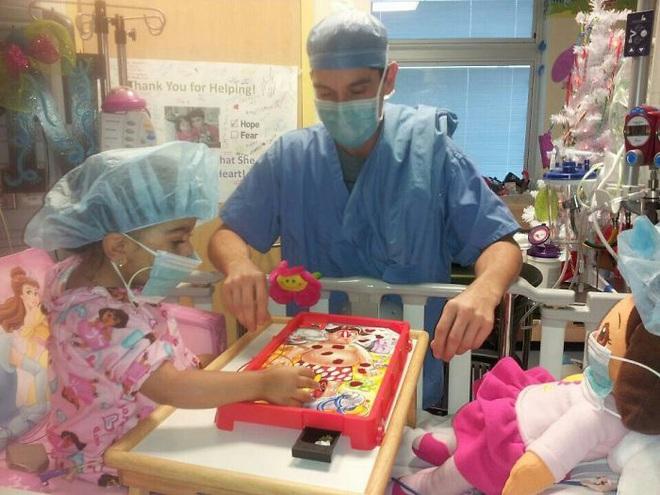 Xem xong chùm ảnh hài hước này, cả người lớn lẫn trẻ nhỏ đều chẳng sợ bệnh viện hay bác sĩ nữa - Ảnh 9.
