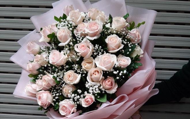 Những bó hoa siêu to khổng lồ làm nàng choáng ngợp