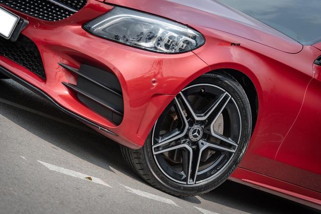 Chạy 7.000 km, đại gia Việt vẫn bán Mercedes-Benz C300 AMG ngang ngửa giá mua mới - Ảnh 1.