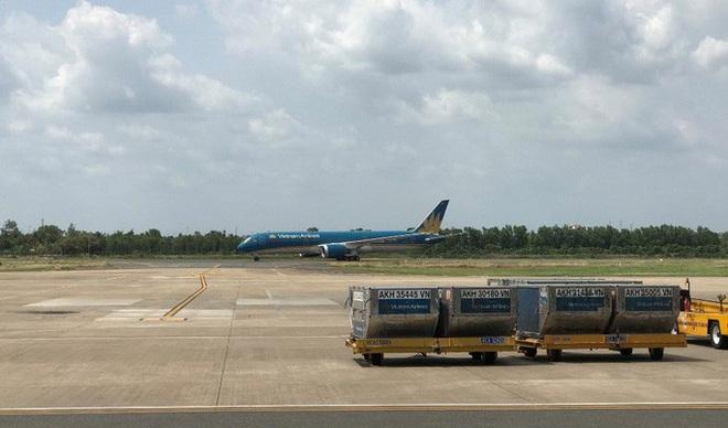 Cận cảnh 3 chuyến bay chở hơn 600 hành khách từ Hàn Quốc hạ cánh sân bay Cần Thơ - Ảnh 3.