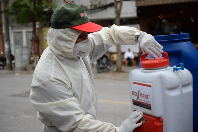 Bộ Y tế khuyến cáo: Các nghề, công việc có nguy cơ tiếp xúc, lây nhiễm Covid-19 cao - Ảnh 1.