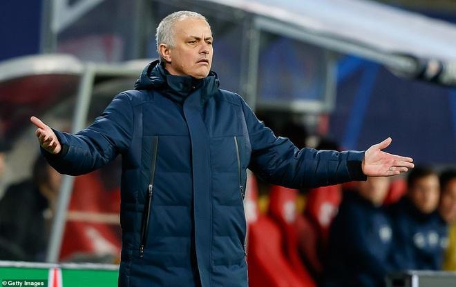 Champions League: Mourinho tan giấc mộng lớn; đội bóng từ tâm dịch Covid-19 tạo nên kỳ tích - Ảnh 2.
