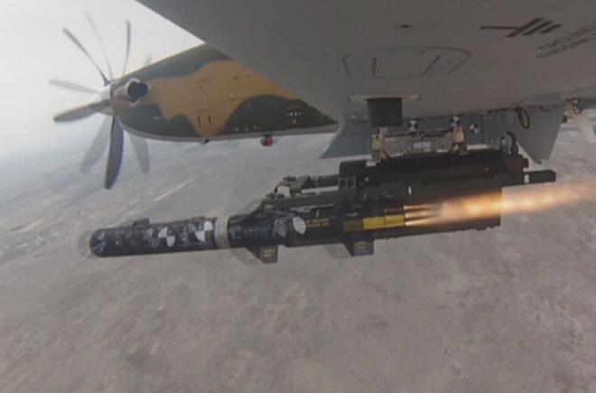 Tên lửa sát thủ L-UMTAS của Thổ Nhĩ Kỳ khiến hàng loạt khí tài Syria bốc cháy - Ảnh 1.