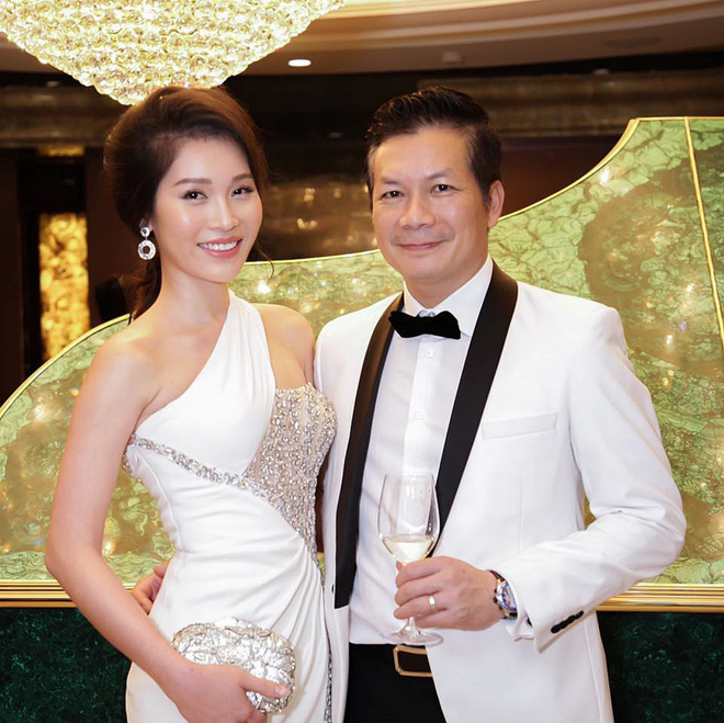 Bà xã Shark Hưng khiến chị em phát hờn khi khoe mâm cơm tối do chồng doanh nhân tự tay làm mà sang chảnh, cầu kỳ như đầu bếp nhà hàng 5 sao - Ảnh 1.