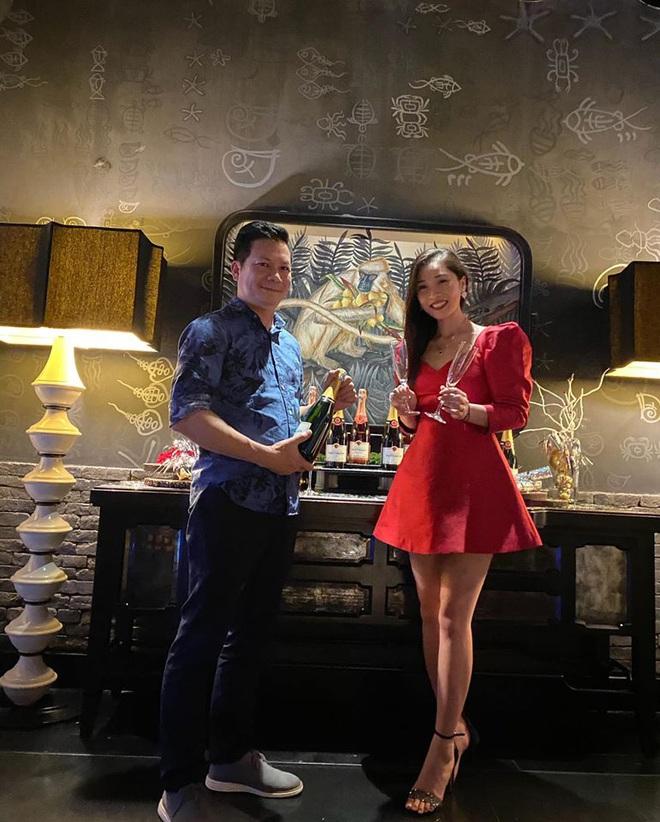 Bà xã Shark Hưng khiến chị em phát hờn khi khoe mâm cơm tối do chồng doanh nhân tự tay làm mà sang chảnh, cầu kỳ như đầu bếp nhà hàng 5 sao - Ảnh 2.