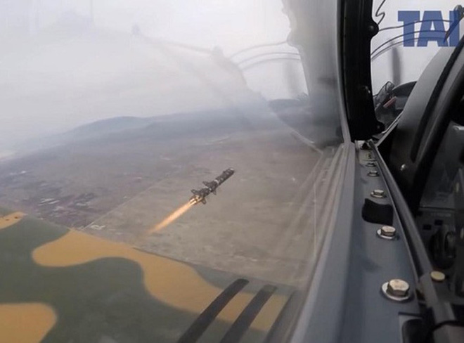 Tên lửa sát thủ L-UMTAS của Thổ Nhĩ Kỳ khiến hàng loạt khí tài Syria bốc cháy - Ảnh 7.