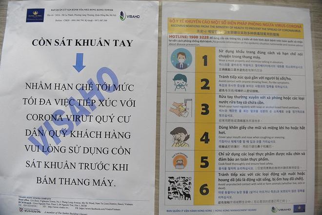 Sáng kiến dùng tăm nhấn nút thang máy phòng chống dịch Covid-19 trong chung cư ở Hà Nội - Ảnh 7.
