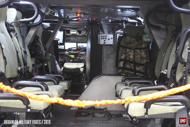 [ẢNH] Rũ bỏ thiết kế truyền thống Liên Xô, Ukraine ra mắt xe bọc thép chuẩn NATO - Ảnh 2.