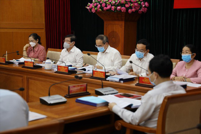 Bí thư TPHCM yêu cầu không hội họp trên 100 người - Ảnh 1.