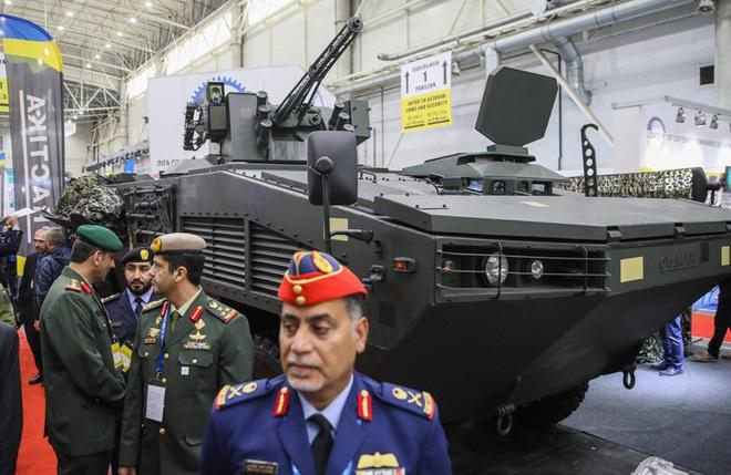 [ẢNH] Rũ bỏ thiết kế truyền thống Liên Xô, Ukraine ra mắt xe bọc thép chuẩn NATO - Ảnh 3.