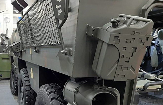 [ẢNH] Rũ bỏ thiết kế truyền thống Liên Xô, Ukraine ra mắt xe bọc thép chuẩn NATO - Ảnh 9.