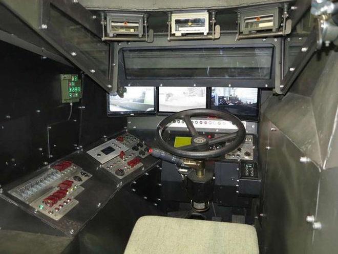 [ẢNH] Rũ bỏ thiết kế truyền thống Liên Xô, Ukraine ra mắt xe bọc thép chuẩn NATO - Ảnh 10.