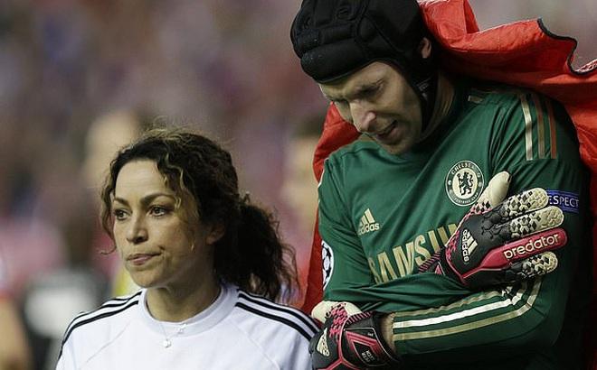 Nữ bác sĩ từng mâu thuẫn với Mourinho chỉ ra lý do cầu thủ Premier League dễ nhiễm Covid-19