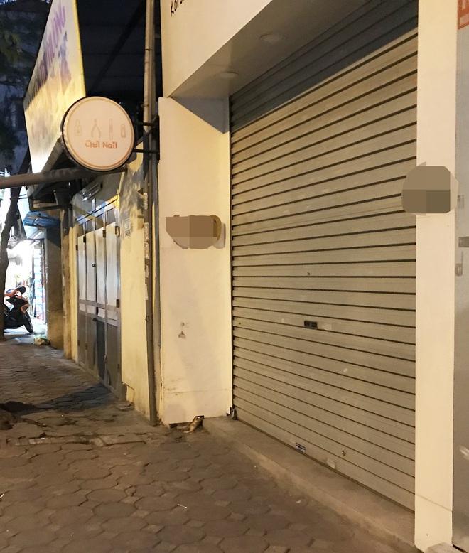 [Ảnh] Nhiều cửa hàng treo biển mong khách thông cảm, nghỉ bán hàng nơi bệnh nhân 50 nhiễm Covid-19 sinh sống ở Hà Nội - Ảnh 8.