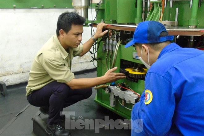 Kỹ sư Việt 8X tìm ra công nghệ hạt lửa quân sự hiện đại - Ảnh 3.