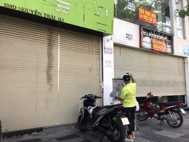 Mặt bằng tiền tỷ bỏ hoang ở Sài Gòn vì dịch Covid-19 - Ảnh 3.