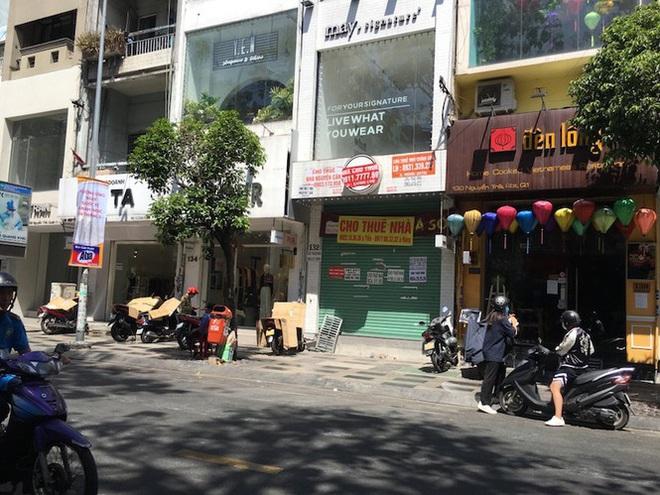 Mặt bằng tiền tỷ bỏ hoang ở Sài Gòn vì dịch Covid-19 - Ảnh 4.