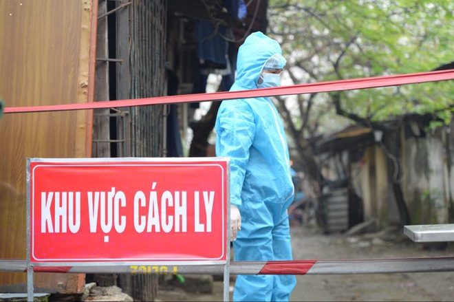 TS.BS Lê Quốc Hùng: Từ câu chuyện miễn dịch cộng đồng ở Anh và bài học cho từng người dân Việt Nam - Ảnh 1.