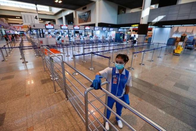 COVID-19: Số ca lây nhiễm ở toàn cầu lần đầu vượt Trung Quốc, ít nhất 30 nước đã kích hoạt phong tỏa - Ảnh 1.