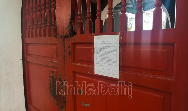 [Ảnh] Hà Nội: Các di tích đóng cửa, khách Tây ngỡ ngàng chụp ảnh ngắm cảnh từ xa - Ảnh 12.