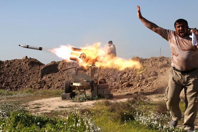 [ẢNH] Phiến quân ngụy trang trận địa pháo phóng loạt siêu dị khiến lính Mỹ không kịp trở tay - Ảnh 13.