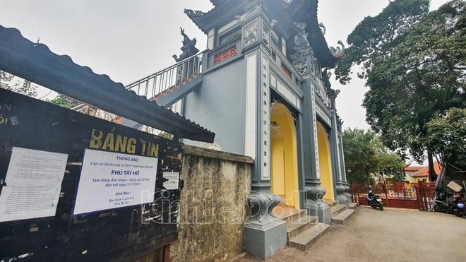 [Ảnh] Hà Nội: Các di tích đóng cửa, khách Tây ngỡ ngàng chụp ảnh ngắm cảnh từ xa - Ảnh 15.