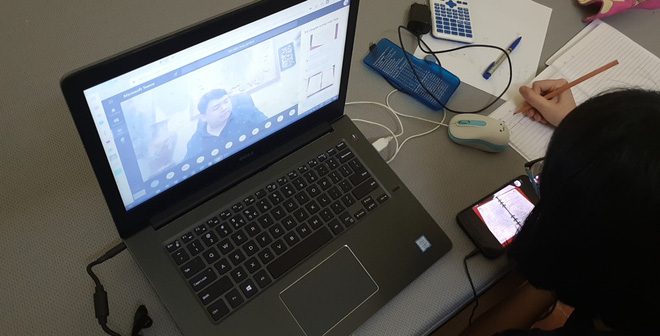 Phản đối học online kiểu học sinh Việt: Rủ nhau đánh giá 1 sao app giao bài tập, để lại bình luận tục tĩu dưới bài giảng trực tuyến - Ảnh 1.