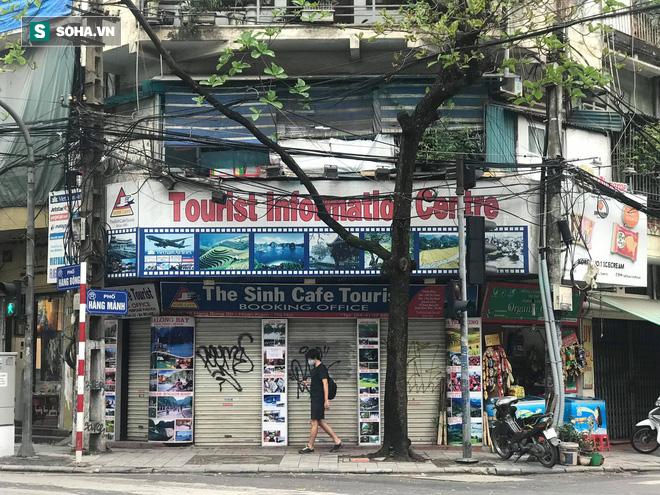 """""""Căng mình"""" chống đỡ Covid-19 không thành, hàng loạt văn phòng tour ở Hà Nội đóng cửa - Ảnh 1."""