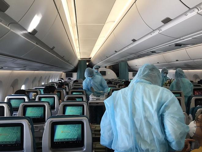[Ảnh] Bên trong các chuyến bay trở về từ tâm dịch Covid-19 tại châu Âu của Vietnam Airlines - Ảnh 9.