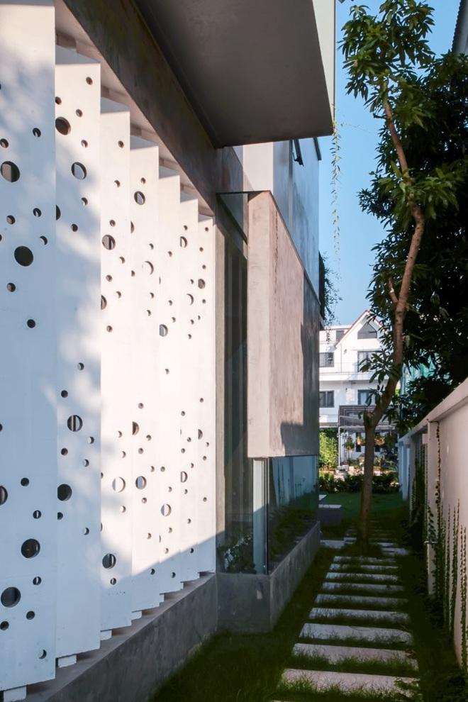 Lạ mắt với ngôi biệt thự ở Hà Nội có cầu thang chẳng giống ai - Ảnh 5.