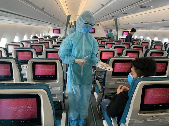 [Ảnh] Bên trong các chuyến bay trở về từ tâm dịch Covid-19 tại châu Âu của Vietnam Airlines - Ảnh 8.