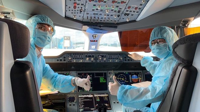 [Ảnh] Bên trong các chuyến bay trở về từ tâm dịch Covid-19 tại châu Âu của Vietnam Airlines - Ảnh 7.