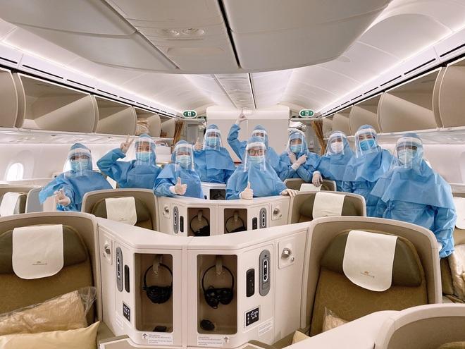 [Ảnh] Bên trong các chuyến bay trở về từ tâm dịch Covid-19 tại châu Âu của Vietnam Airlines - Ảnh 10.
