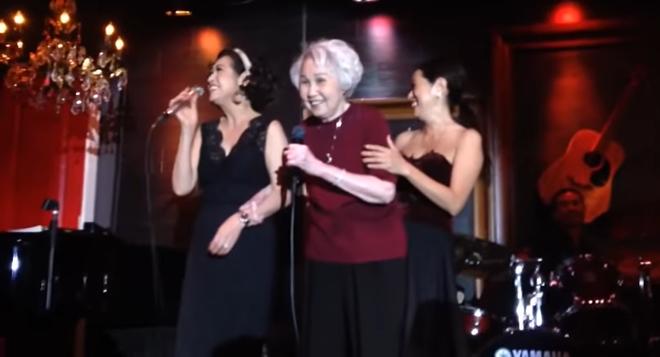 Xúc động giây phút danh ca Thái Thanh 80 tuổi, mắc bệnh nặng vẫn đứng hát lần cuối cùng con gái Ý Lan - Ảnh 3.