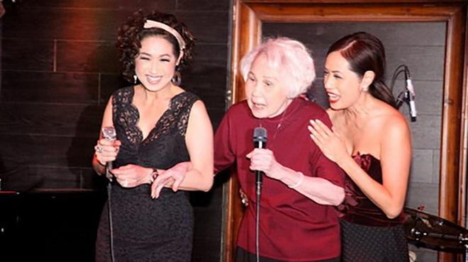 Xúc động giây phút danh ca Thái Thanh 80 tuổi, mắc bệnh nặng vẫn đứng hát lần cuối cùng con gái Ý Lan - Ảnh 4.