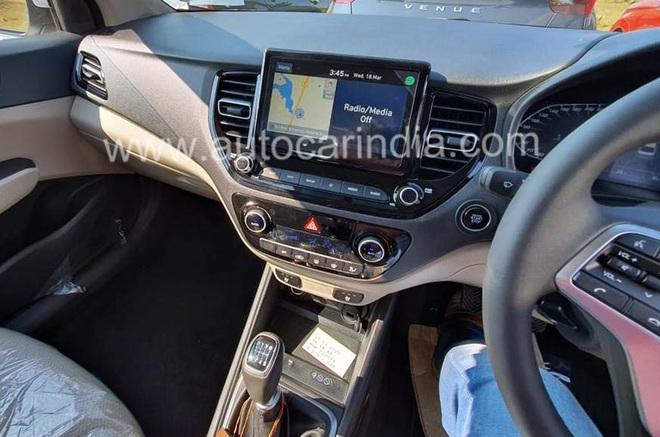 Nội thất sang chảnh của chiếc Hyundai Verna giá chỉ hơn 250 triệu đồng - Ảnh 1.