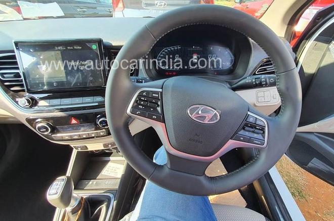 Nội thất sang chảnh của chiếc Hyundai Verna giá chỉ hơn 250 triệu đồng - Ảnh 2.