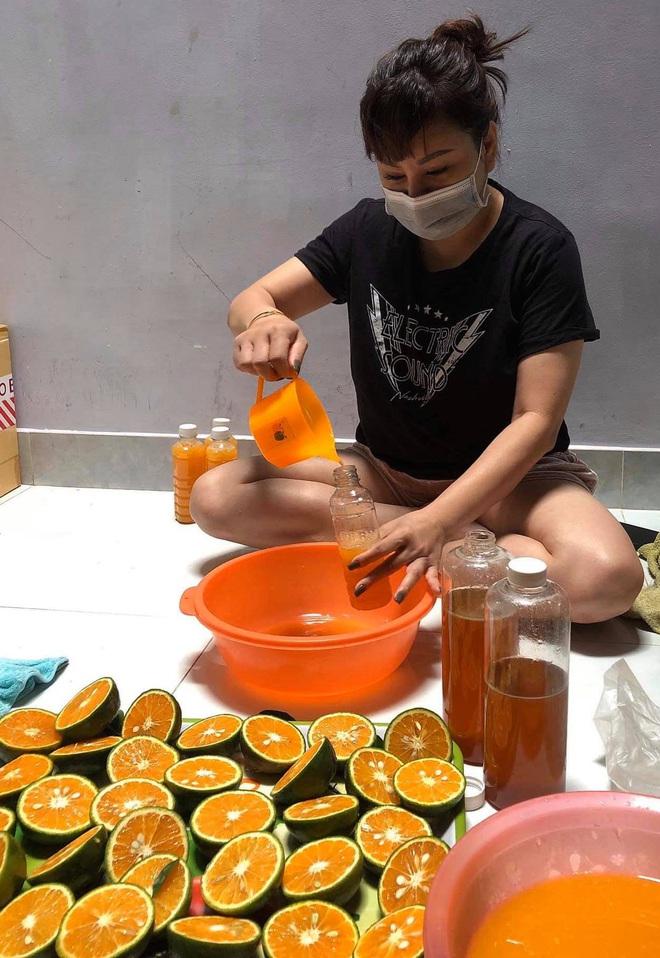 Nghệ sĩ nổi tiếng phải đi bán nước cam, đậu phộng, tóp mỡ mưu sinh giữa đại dịch Covid-19 - Ảnh 4.