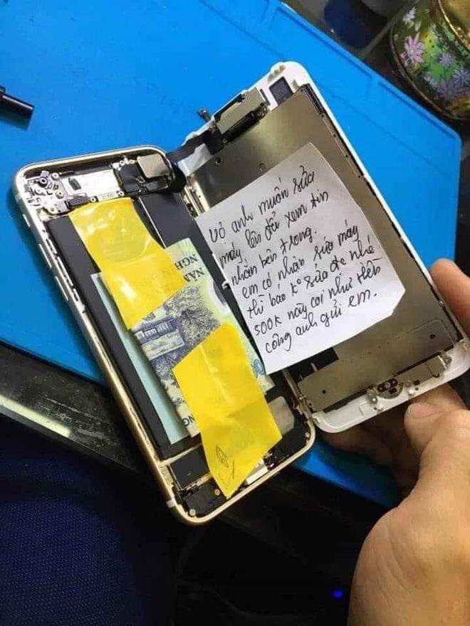 Sợ vợ đọc được tin nhắn trong điện thoại, chồng nhét tiền và mẩu giấy đặc biệt cho thợ sửa máy - Ảnh 1.