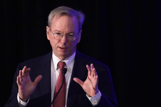 Cựu CEO Google cảnh báo: Mỹ có thể thất bại trước Trung Quốc về công nghệ trong 10 năm tới - Ảnh 1.