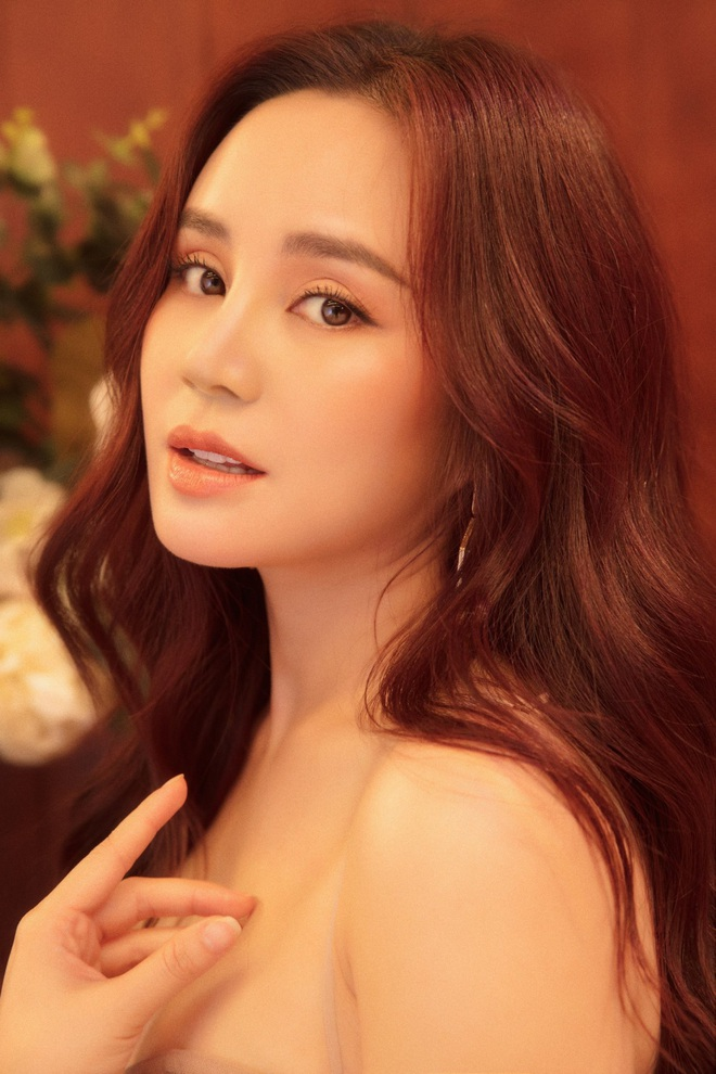 Vy Oanh khoe vai trần quyến rũ, tiết lộ lý do ít đi hát - Ảnh 10.