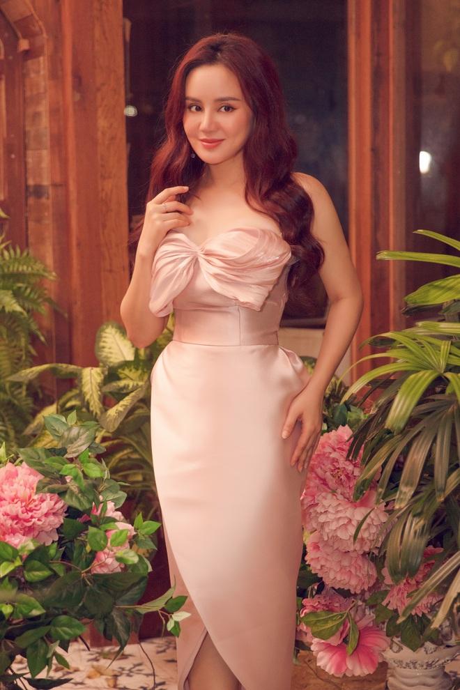 Vy Oanh khoe vai trần quyến rũ, tiết lộ lý do ít đi hát - Ảnh 13.