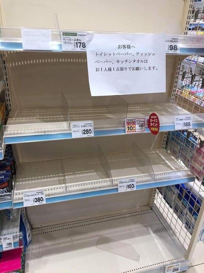 Siêu thị ở Nhật Bản cháy giấy vệ sinh vì tin đồn về Covid-19 - Ảnh 4.