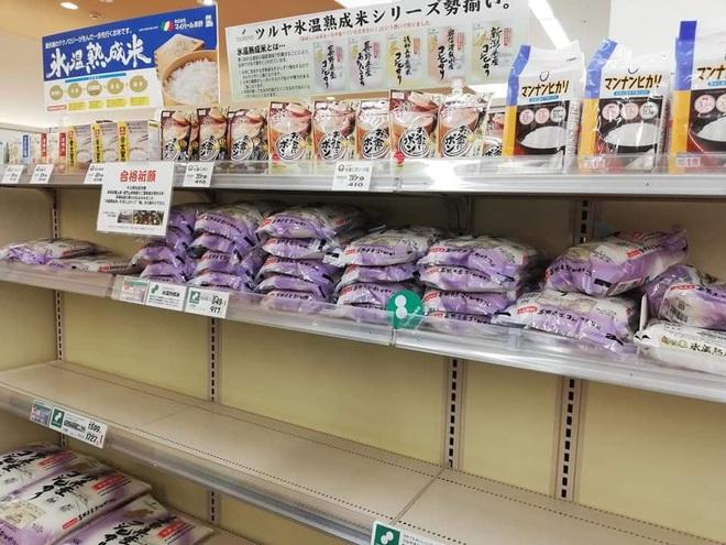 Siêu thị ở Nhật Bản cháy giấy vệ sinh vì tin đồn về Covid-19 - Ảnh 7.