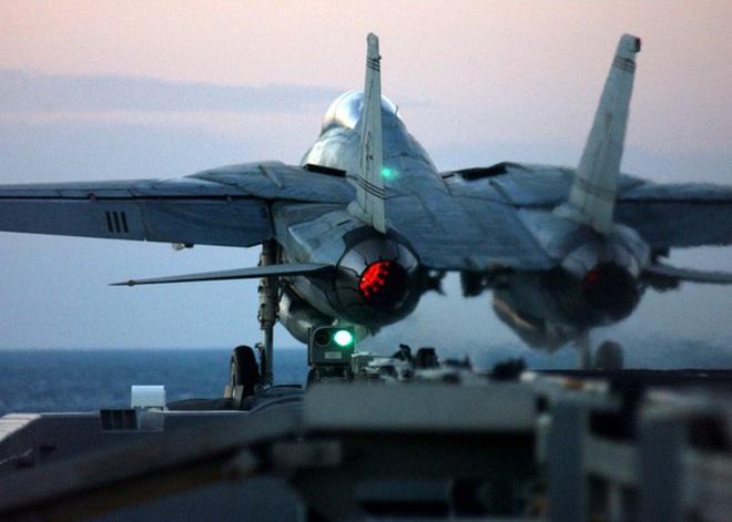 [ẢNH] Mèo đực F-14 Tomcat trên tàu sân bay Mỹ, uy lực và huyền thoại - ảnh 1