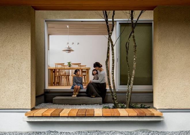 Ngôi nhà bình yên đến nao lòng với khoảng sân vườn thiết kế nghệ thuật đẹp như tranh vẽ ở Nhật - Ảnh 1.