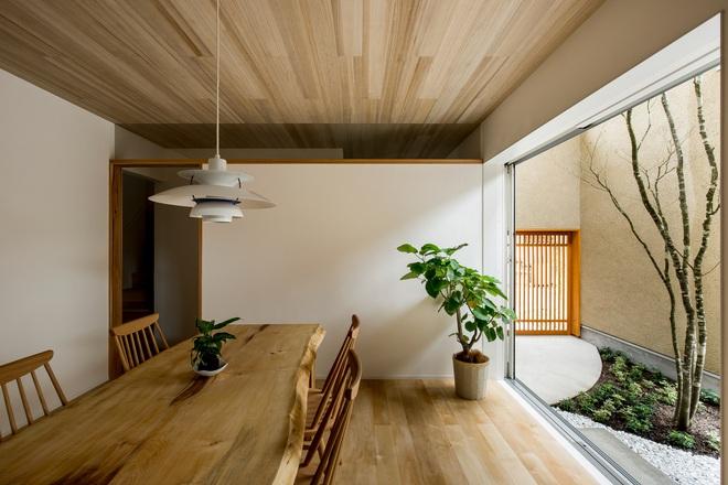 Ngôi nhà bình yên đến nao lòng với khoảng sân vườn thiết kế nghệ thuật đẹp như tranh vẽ ở Nhật - Ảnh 2.