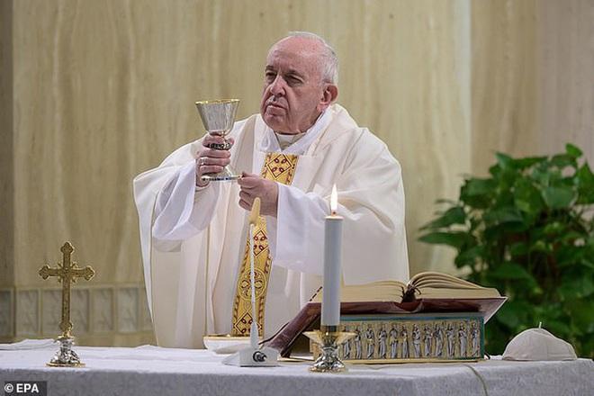 Ý: Đi thăm bệnh nhân Covid-19, ít nhất 18 linh mục tử vong - Ảnh 2.