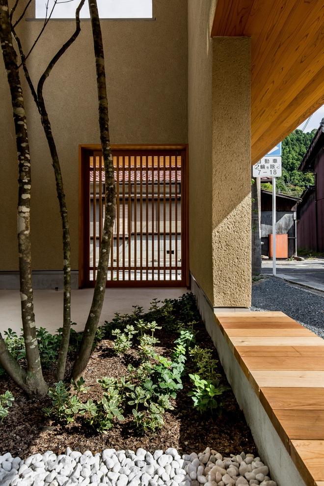 Ngôi nhà bình yên đến nao lòng với khoảng sân vườn thiết kế nghệ thuật đẹp như tranh vẽ ở Nhật - Ảnh 3.