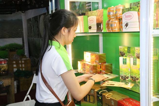 Lo Covid-19, Quảng Nam tổ chức chợ sâm Ngọc Linh tiền tỉ qua online - Ảnh 2.